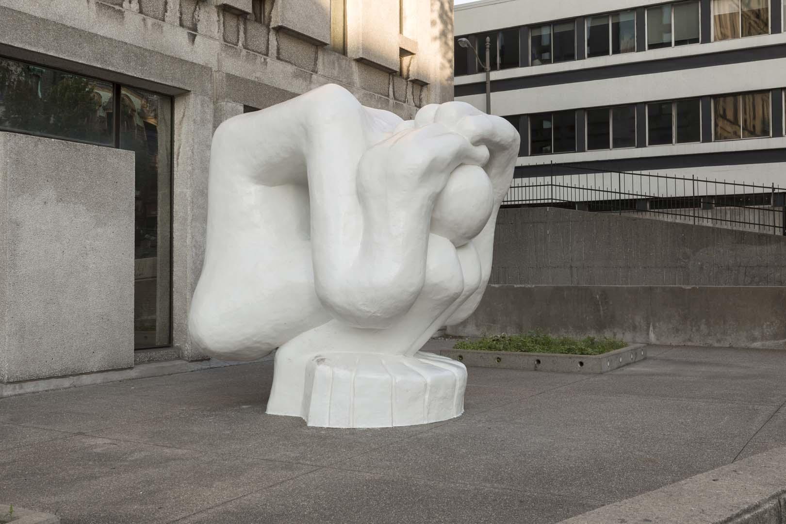 Bureau d art public ville de montréal le malheureux magnifique