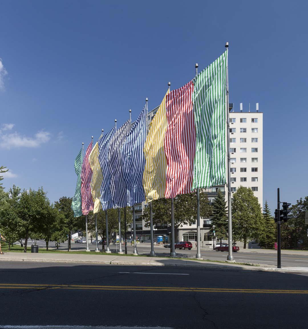 Neuf couleurs au vent, Daniel Buren