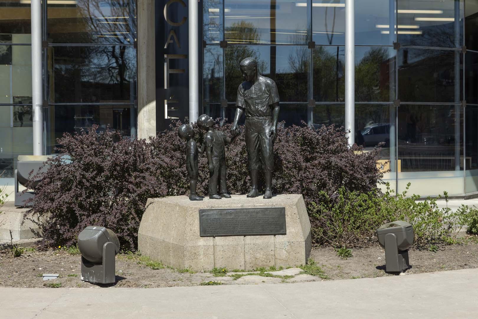 Monument à Jackie Robinson, Jules Lasalle