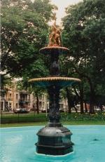 Sculpture-fontaine, square Sir-George-Étienne-Cartier, J.L. Mott