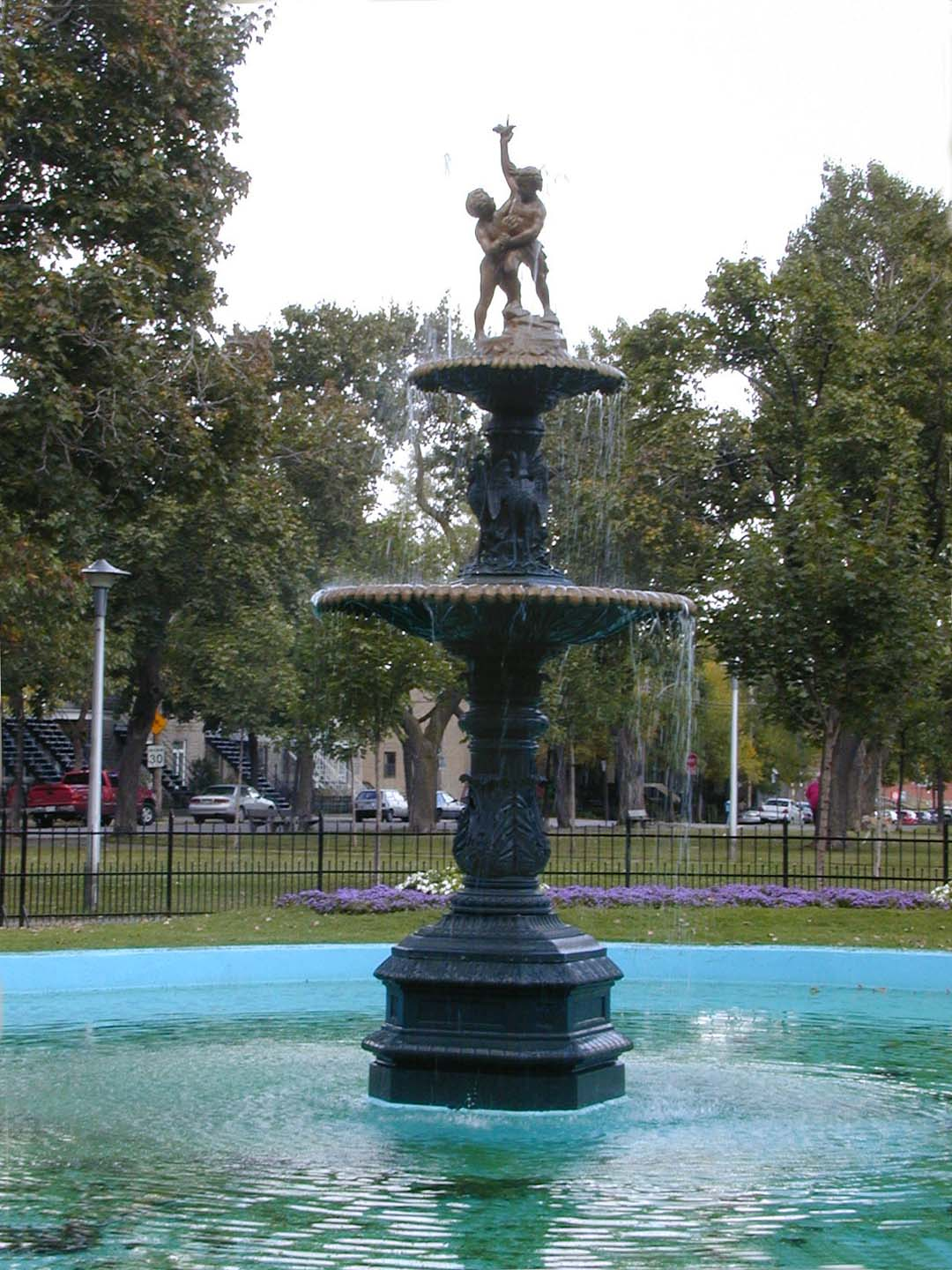 Sculpture-fontaine, square Sir-George-Étienne-Cartier, J.L. Mott