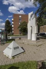 Parvis et portail #22, Yves Trudeau