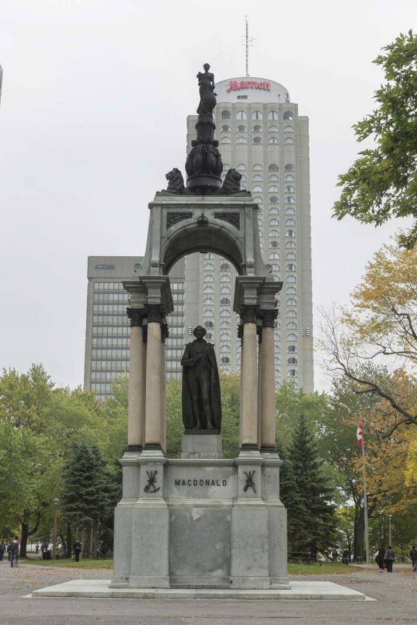 Monument à sir John A. Macdonald, George Edward Wade