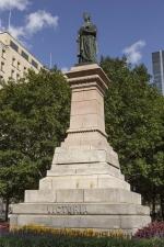 Monument à la reine Victoria, Marshall Wood
